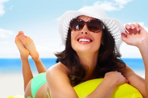 Woman wearing sunglasses and a hat. Summer vacation.